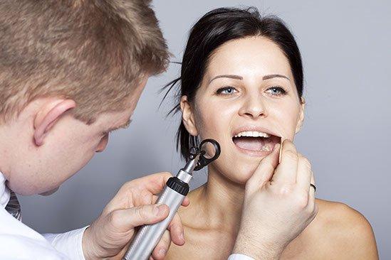Badanie jamy ustnej i gardła